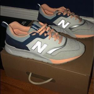 new balance sneakers never worn